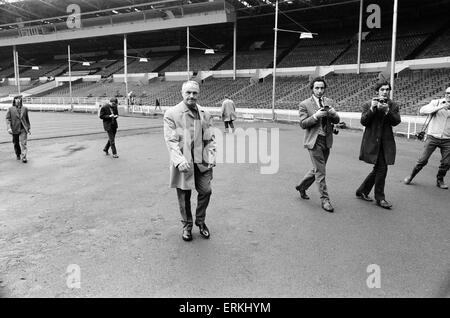 Liverpool manager Bill Shankly at Wembley Stadium to inspect the pitch ahead of his side's FA Cup Final match against - Stock Photo