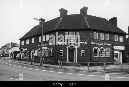 The White Swan Public House in Bedworth 26th January 1987 - Stock Photo