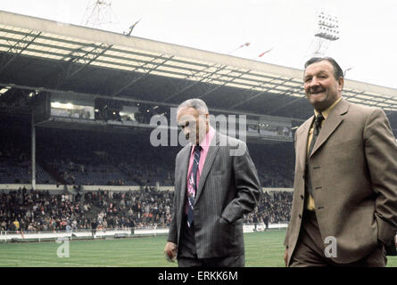 Liverpool manager Bill Shankly  walks on to the pitch accompanied by Bob Paisley at Wembley Stadium for the 1974 - Stock Photo