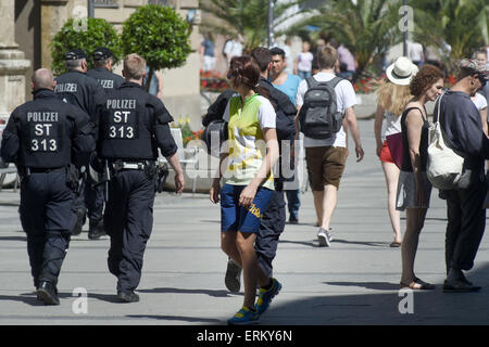 Munich, Germany. 04th June, 2015. Pedestrians and police officers in the margins of a protest against the G7 Summit - Stock Photo
