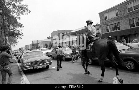 Chicago, Illinois, USA 28th June 1986 Chicago police horse mounted unit rides in the middle of 71st street keeping - Stock Photo