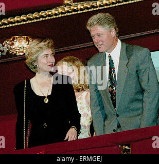Washington, DC., USA, 30th June 1993 President William Jefferson Clinton and First Lady Hillary Clinton arrive at - Stock Photo