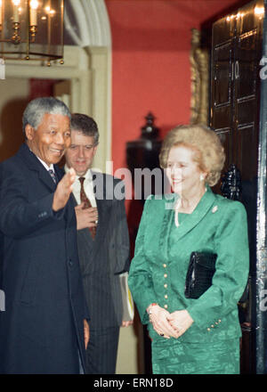 Nelson Mandela meets Margret Thatcher at No.10 Downing Street. July 4, 1990 - Stock Photo