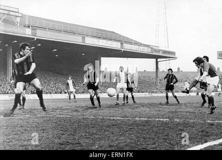 FA Cup Semi Final Replay at Maine Road, Manchester. Birmingham City 0 v Fulham 1. Birmingham City on the attack. - Stock Photo