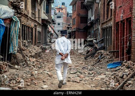 A Nepali man walks through the ruins of an alley June 4, 2015 in Sabnkhu, Nepal. The devastating earthquakes that - Stock Photo