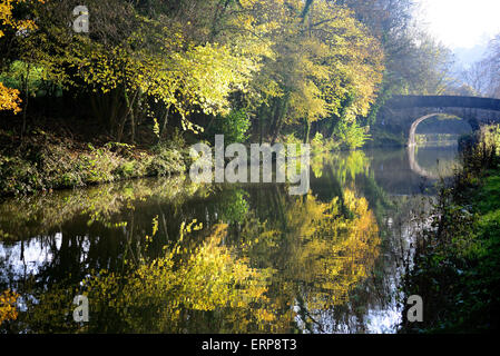 Limpley Stoke bridge over the Kennet & Avon canal. - Stock Photo