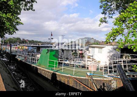House boats, Chelsea Embankment, London, England - Stock Photo