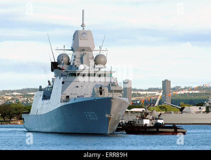 The Royal Netherlands Navy De Zeven Provincien class frigate HNLMS Tromp enters Naval Station Pearl Harbor for a - Stock Photo