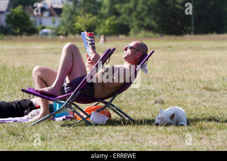 Wimbledon London, UK. 7th June 2015. UK Weather: People enjoy the warm sunshine on Wimbledon Common Credit:  amer - Stock Photo