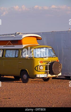 Volkswagen camper van in the Australian Outback. Flinders Ranges, South Australia. - Stock Photo