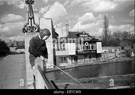 A young boy fishing in the Grand Union canal at Boxmoor, Hertfordshire.  Circa 1945. - Stock Photo