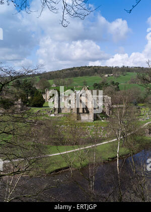 dh Bolton abbey WHARFEDALE NORTH YORKSHIRE Bolton Priory Wharfedale abbey ruins Yorkshire Dales River Wharfe autumn - Stock Photo