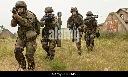 French soldiers with the Foreign Legion's 6th Light Armored Brigade during a bilateral seize and capture training - Stock Photo