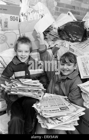 Pupils at Flockton First School, winners of 250 pounds first prize in a Competition organised by a Leeds recycling - Stock Photo