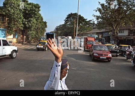 On duty traffic police in Bombay Mumbai  ; Maharashtra  ; India NO MR 5 May 2009 - Stock Photo