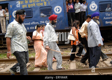 Sikh community block trains protest against firing bodyguard of dera saccha sauda chief ram rahim at Mulund - Stock Photo