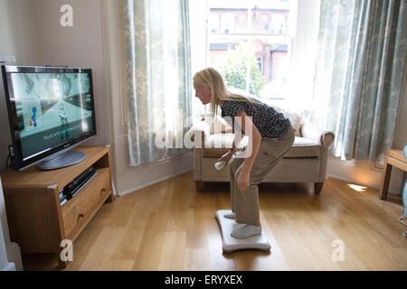 Hot girl playing wii — pic 6