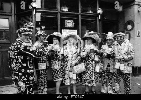 Pearly Kings and Queens celebrate Covent Garden's 300th Birthday, London, 9th May 1970. - Stock Photo
