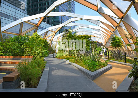 Roof garden at Crossrail Place created in the retail shopping structure above Canary Wharf crossrail train station - Stock Photo