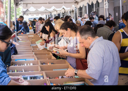 Shoppers search for bargains amidst the chaos of the Housing Works street fair on Crosby Streetin the New York neighborhood - Stock Photo