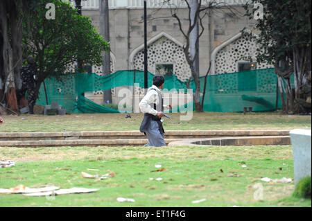 Police taking position outside the Taj Mahal hotel ; after terrorist attack by Deccan Mujahideen on 26th November - Stock Photo