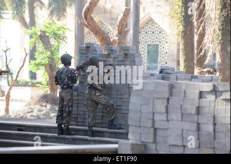 Commandos outside the Taj Mahal hotel ; after terrorist attack by Deccan Mujahedeen on 26th November 2008 in Bombay - Stock Photo