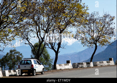 car on street shimla himachal pradesh india Asia - Stock Photo