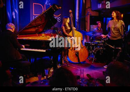 France, Paris (75), le club de jazz le Duc des Lombards, 42 rue des lombards, 75001 Paris, concert de Anat Cohen - Stock Photo