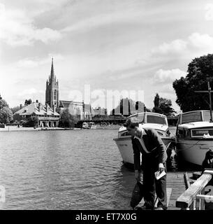 Marlow, within Wycombe district in south Buckinghamshire. 1st June 1954. - Stock Photo