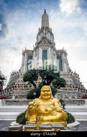 Asia. Thailand, Bangkok. Wat Arun. Statue of Buddha. - Stock Photo