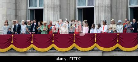 London, UK. 13th June, 2015. Led by Queen Elizabeth II (C) members of the royal family stand on the balcony of Buckingham - Stock Photo