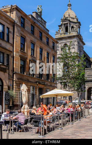 People eating al fresco in the Italian district, John Street of Glasgow with the City Chambers in the background, - Stock Photo