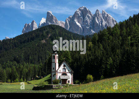 Spring view over St Johann in Ranui mountain church with Puez-Geisler Dolomites behind, Villnoss or Val di Funes, - Stock Photo
