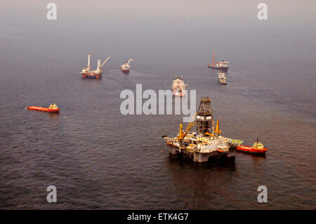 The Discoverer Enterprise and the Q4000 continue to flare off gasses as vessels gather around the ruptured riser - Stock Photo