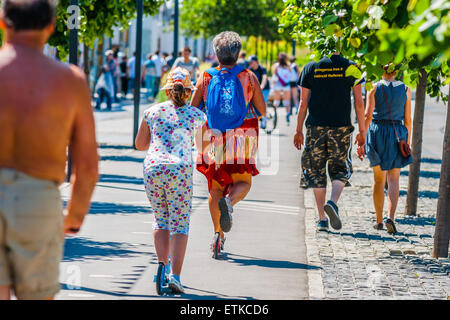 Moscow, Russia. 13th June, 2015. Hot weekend in Moscow, Russia. The temperature is about +27 degrees Centigrade - Stock Photo