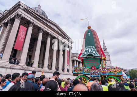 London, UK. 14 June 2015. The chariot arrives in Trafalgar Square, as thousands of people gathered in central London - Stock Photo