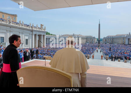 Vatican. 13th June, 2015. Pope Francis meets Agesci, Catholic Scout Guide Association, in Saint Peter Square. 13 - Stock Photo