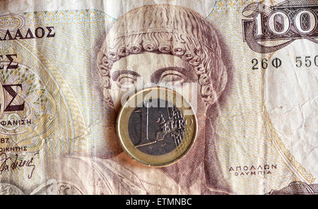 Berlin, Germany. 14th June, 2015. ILLUSTRATION - A euro coin covers the face of Greek god Apollo on a 1000 Greek drachma bill in Berlin, Germany, 14 June 2015. Photo: Jens Kalaene/dpa/Alamy Live News