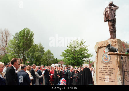 Thornaby Aerodrome Memorial, Unveiling and service of dedication, Thornaby, 8th May 1997. Pictured, Large group - Stock Photo
