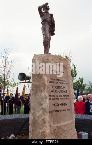 Thornaby Aerodrome Memorial, Unveiling and service of dedication, Thornaby, 8th May 1997. - Stock Photo