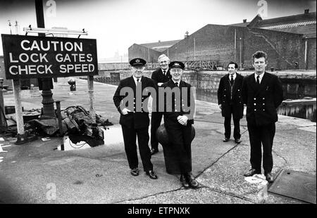 The last watch at the Brunswick Dock, (left to right), acting dockmaster Alec Broadbent, gatemen Bob Bennett, Cyril - Stock Photo