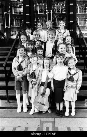 Petula Clark with the final selection of 18 children, three groups of six, children in costume who will be in 'The - Stock Photo