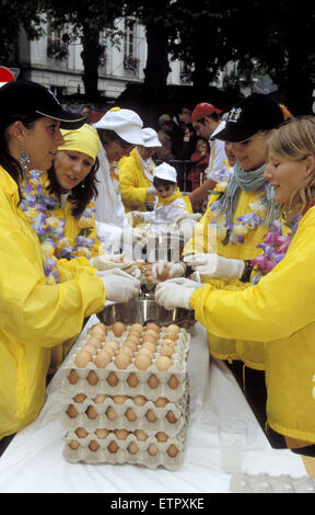 BEL, Belgium, Eastbelgium, Malmedy, cooking of an 10.000 egg omelette by the Confrererie Mondiale de l' Omelette - Stock Photo