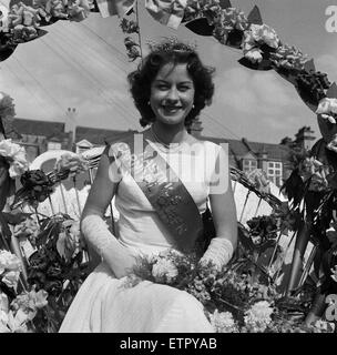 Hastings Carnival Queen at Hastings Carnival, Sussex. 11th July 1956. - Stock Photo