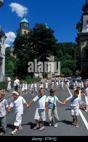 BEL, Belgium, Eastbelgium, Malmedy, pageant of girls and boys at the 24th of June, Rondes de la Saint-Jean.  BEL, - Stock Photo