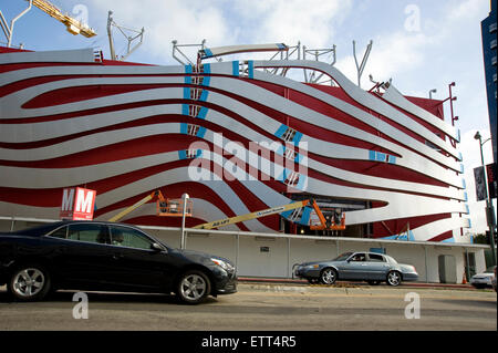 Los Angeles, California, USA. 15th June, 2015. Construction of the new facade at the Petersen Automotive Museum - Stock Photo