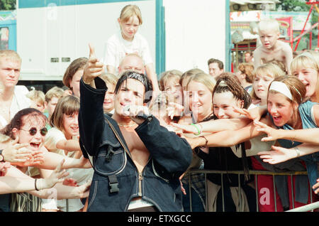 Peter Andre, performs at Fun Day, Stewart Park, Marton, Middlesbrough, England, 20th August 1995. - Stock Photo