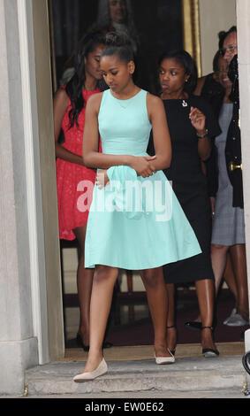 London, UK, UK. 16th June, 2015. Malia Obama walks out of 10 Downing Street after tea with David Cameron and Samantha - Stock Photo