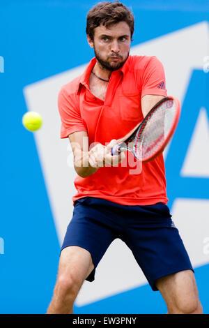 London, UK. 17th June, 2015. Queens Aegon Championship Tennis. Gilles Simon (FRA) versus Thanasi Kokkinakis (AUS), - Stock Photo