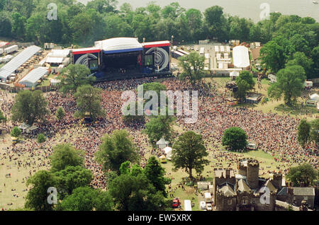 1996 Oasis, Aerial Views. Music group, performing on stage, Balloch Castle Country Park Balloch, Loch Lomond, in - Stock Photo